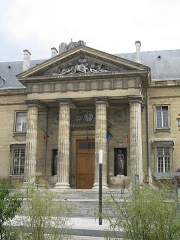 Ancien hôtel-Dieu, actuellement annexe du palais de justice - This building is indexed in the Base Mérimée, a database of architectural heritage maintained by the French Ministry of Culture, under the reference PA00078791 .