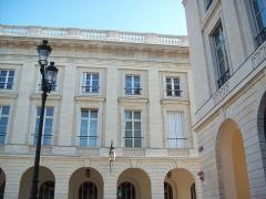 Hôtel des postes - Français:   La place Royale à Reims (Champagne-Ardenne, France)