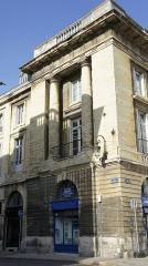 Immeuble - Français:   Immeuble de la rue Colbert faisant angle à la Place royale de Reims, il est classé monument historique.