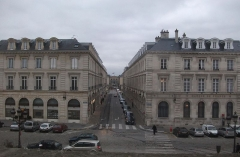 Immeuble - Français:   Perspective depuis la mairie de Reims vers la Place Royale, au premier plan la place de l\'hôtel de ville, puis la rue Colbert avec au fond la sous-préfecture.