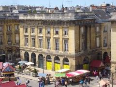 Immeuble - Français:   Immeuble, 5-7 place Royale à Reims (Marne, France), vu du toit de l\'immeuble 15 place Royale
