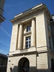 Immeuble - Français:   La place Royale à Reims (Champagne-Ardenne, France)