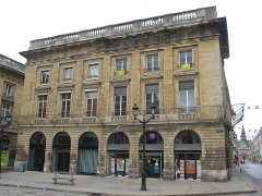 Immeuble - This building is indexed in the Base Mérimée, a database of architectural heritage maintained by the French Ministry of Culture,under the reference PA00078807 .