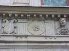 Maison natale de Jean-Baptiste de la Salle - Français:   Hôtel Jean-Baptiste de La Salle à Reims (Marne, France), frise sur l\'extérieur