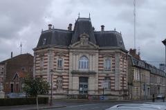 Immeubles - Français:   Sainte-Ménehould, place Leclerc, ancienne Caisse d\'épargne.
