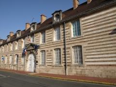 Hôpital -  Vitry-le-François (51300 - FRANCE): photographies Vitry-le-François (51300 - FRANCE): Sous Préfecture (façade)