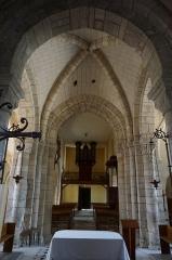 Eglise -  la nef de l'église vers le portail occidental.