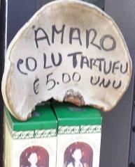 """Enceinte protohistorique dite """"Camp des Louvières"""" - Italiano: Scritta pubblicitaria in uno dei dialetti dell'Umbria sud-orientale."""