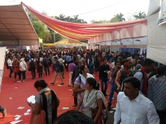 Chapelle de Trestondans (sacristie de l'église) , à Montormentier -  Unemployed youth crowds at a government-sponsored employment camp at Nagpur.