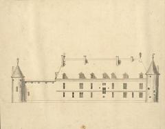 Château de Dinteville -  Aisle gauche du chasteau de Dinteville qui fait face aux vignes et aux bois du Seig.r