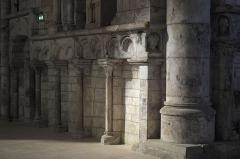Eglise - Deutsch: Katholische Pfarrkirche Saint-Rémy, ehemalige Abteikirche der Abtei Montier-en-Der in Montier-en-Der im Département Haute-Marne (Champagne-Ardenne/Frankreich), Blendarkaden