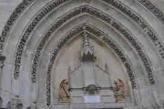 Eglise Notre-Dame -  Saint Dizier. Eglise Notre-Dame de l'Assomption, rue Emile Giros (tympan).  Inscription aux monuments historiques en 1990.