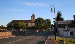 Eglise des Trois-Jumeaux - Saints-Geosmes est une commune française, située à 3 km au sud de Langres dans le département de la Haute-Marne et la région Champagne-Ardenne.