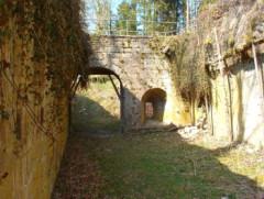 Ancienne cité de la Mothe (également sur commune de Outremécourt) -  Porte souterraine (© Francis MONTIGNON) GFDL  Francis MONTIGNON