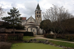 Eglise - English:  The apse, view of the old moat, now filled. The pond and the source that feed it are the last vestiges.
