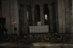 Eglise - English:  The high altar and the grid of the Sacrament of the Table.