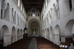 Eglise - English:  Overview triforium that runs along the second series of arches.