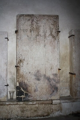Eglise - English:  Gravestone (Altarpieces chapel).