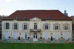 Maison des Gardes de l'ancien château -  Vestige de l'ancien domaine du château des Ducs de GUISE , la maison des Gardes est situé à Arcueil (94) .