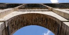 Aqueduc gallo-romain (restes) - English: Arcueil/Cachan, Val-de-Marne, France. Pont-Aqueduc, seen form beneath one of its arch.