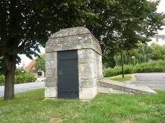 Aqueduc des Eaux de Rungis (également sur communes de Rungis, Fresnes, Cachan, Arcueil, Gentilly et Paris 14) -  Regard N° VIII