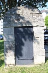 Aqueduc des Eaux de Rungis (également sur communes de Rungis, Fresnes, Cachan, Arcueil, Gentilly et Paris 14) - Français:   Regard VIII de l\'aqueduc Médicis, L\'Haÿ-les-Roses.