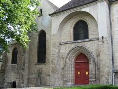 Eglise Saint-Pierre-Saint-Paul - English: Porche de l'Église saint-Pierre-et-saint-Paul d'Ivry-sur-Seine