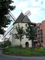 Moulin à vent - English: Vue arrière du Moulin de la Tour