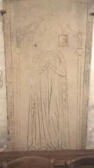 Eglise Saint-Saturnin - Français:   Dalle funéraire dans l\'église Saint-Saturnin, Nogent-sur-Marne. XIIIe siècle.