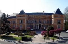 Ancien château, actuellement mairie -