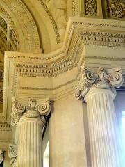 Carmel - Français:   Chapelle de l\'ancien Carmel, intérieur, chapiteaux.