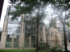 Eglise des Trois-Patrons  et vestiges du cimetière mérovingien - Français:   Ancienne église des Trois-Patrons, côté Sud, à Saint-Denis (Seine-Saint-Denis).