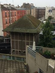 Maison des Arbalétriers - Français:   Vue arrière (depuis l\'îlot Basilique) de la Maison des Arbalétriers à Saint-Denis (France).