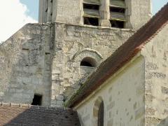 Eglise -  Premier étage du clocher côté ouest: fenêtre romane.