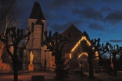 Eglise - English: Photo of Aincourt at night