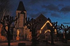 Eglise - English: Photo of Aincourt at night