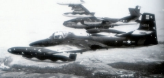 Allée couverte - English: A-37Bs of the 74th Tactical Wing, South Vietnamese Air Force - Bin Thuy Air Base.