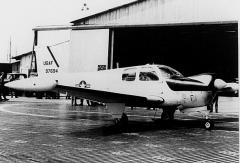Allée couverte - English: A Beech QU-22B