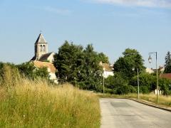 Eglise Saint-Pierre-Saint-Paul -  Vue de loin depuis l'ouest.