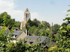 Eglise Saint-Denis -  Vue vers l'église depuis l'est.