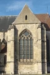 Eglise Saint-Gervais et Saint-Protais - Deutsch: Katholische Pfarrkirche Saint-Gervais-Saint-Protais in Bessancourt im Département Val-d'Oise (Île de France/Frankreich), Fenster des südlichen Querhauses