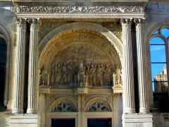Eglise Saint-Christophe - Français:   Tympan du portail Renaissance nord.