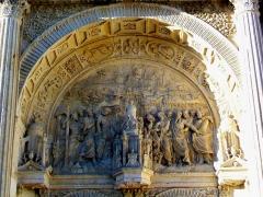 Eglise Saint-Christophe - Français:   Bas-relief sur le tympan du portail Renaissance nord.