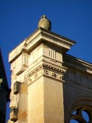 Eglise Saint-Christophe - Français:   Détail du portail Renaissance nord.