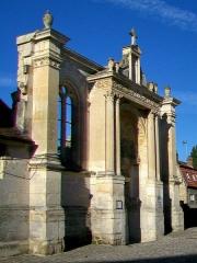 Eglise Saint-Christophe - Français:   Le portail Renaissance nord, vue depuis l\'est.