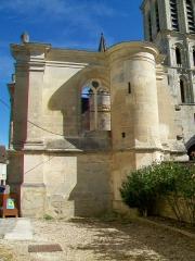 Eglise Saint-Christophe - Français:   L\'extentsion Renaissance inachevée; vue depuis l\'ouest.