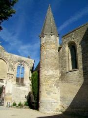 Eglise Saint-Christophe - Français:   Tourelle d\'escalier devant la façade occidentale.
