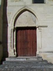 Eglise Saint-Christophe - Français:   Le portail sud, ayant donné jadis sur le prieuré.