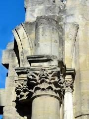 Eglise Saint-Christophe - Français:   Chapiteau Renaissance au revers de la nouvelle façade occidentale restée inachevée.