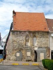 Manoir ou Hôtel-Dieu -  Ancien hôtel-Dieu de Champagne sur Oise, 26 rue des Martyrs, au milieu d'une résidence moderne.